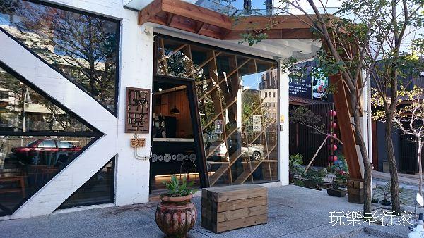 【台中餐廳推薦 】挑高明亮精緻擺設的早午餐 – 隔壁 NEXT DOOR咖啡